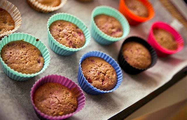 nemme muffins med hindbær og blåbær