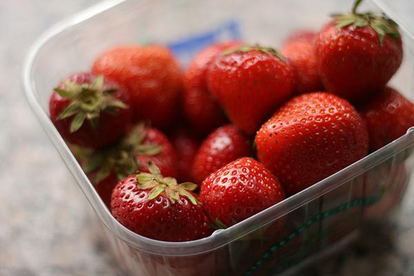 Friske jordbær i jordbærtærte